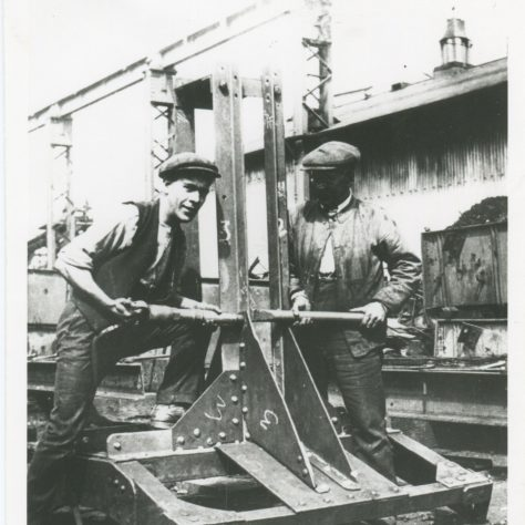 Rivetting and blocking at Westwoods Steel Works 1920s | Island History Trust