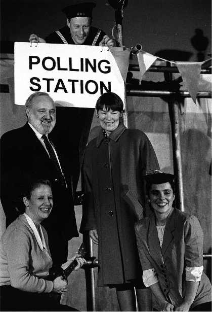 Frank Dobson (Secretary of State for Health) and Glenda Jackson, MP see the show in Camden, pictured with Clare Summerskill and Lyn Gardner | Alex Schweitzer
